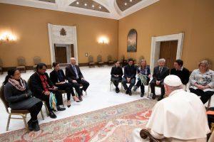 Miembros del Movimiento Católico Mundial por el Clima se reúnen con el Papa © Vatican Media