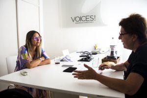 Constanza Cilley, directora ejecutiva de Voices! entrevistada por Bonard © HernandoPollicelli