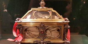 Reliquaire de la tunique de S. Thomas Becket @ canterbury-cathedral.org