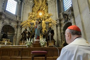 Angélus, litanies de Lorette et Salve Regina avec le card. Comastri, 11 mars 2020 © Vatican Media