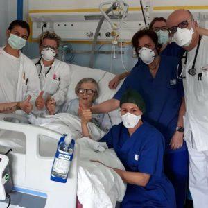 Equipe de l'hôpital de Pavullo et Alma Corsini @ Facebook de Fabio Massimo Castaldo